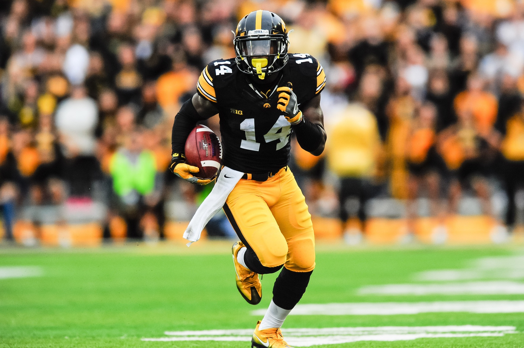 Iowa Doesn T Have Conservative Plans For Desmond King In