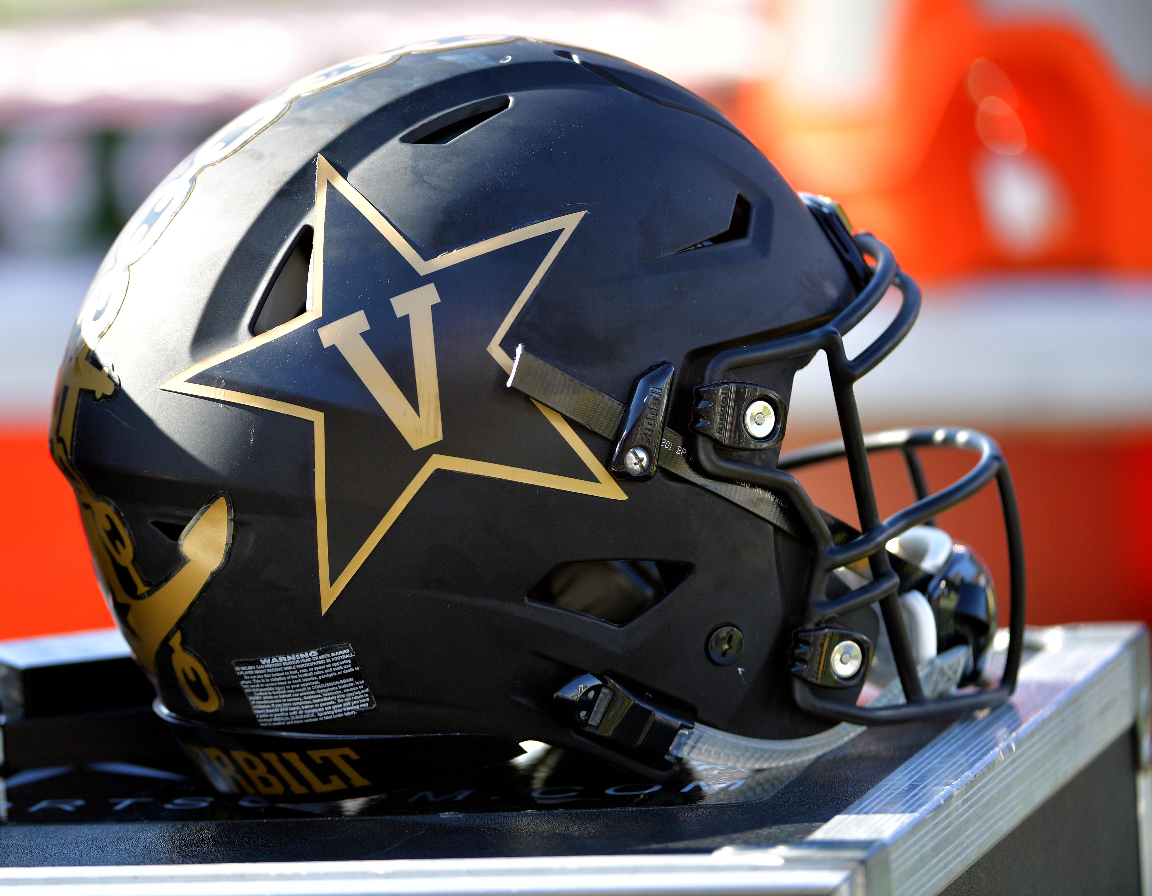 Former Iowa QB expected to join Vanderbilt coaching staff